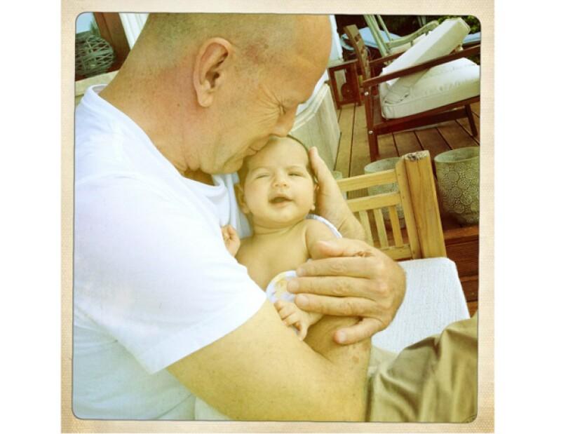 El actor y su esposa Emma Heming-Willis presentaron a su pequeña Mabel Ray Willis mediante la red social Twitter.