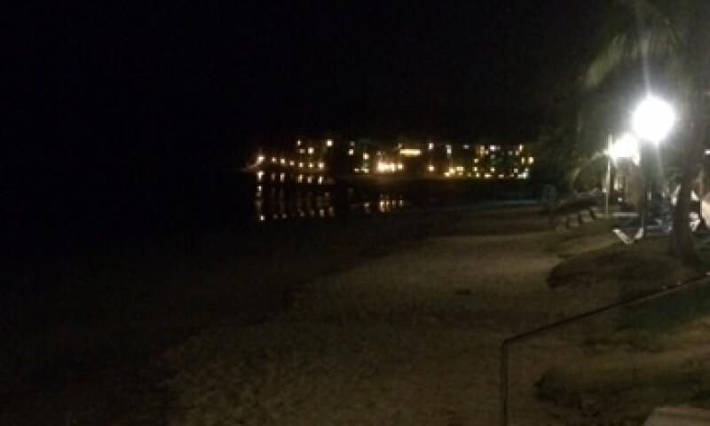 El mar de Playa Bonita, a escasos metros de la sede del WEF, se percibe con calma. (Foto: José Manuel Martínez)