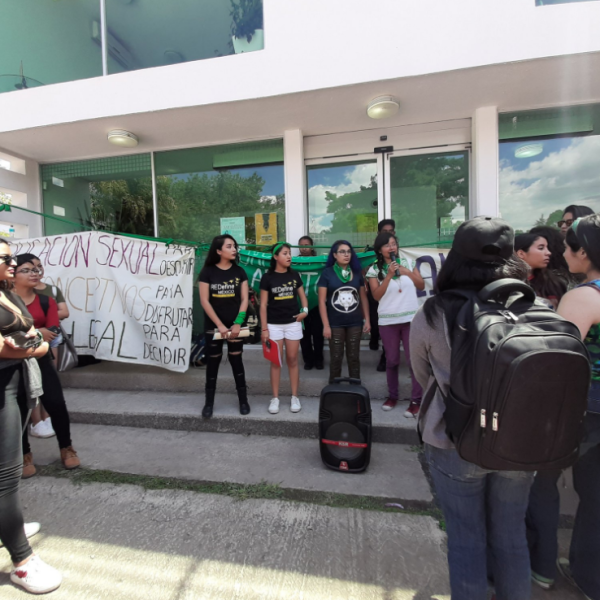 Alumnas de la Benemérita Universidad Autónoma de Puebla alzaron la voz por el aborto. En esa entidad, el Congreso inició la discusión de las iniciativas en la materia.