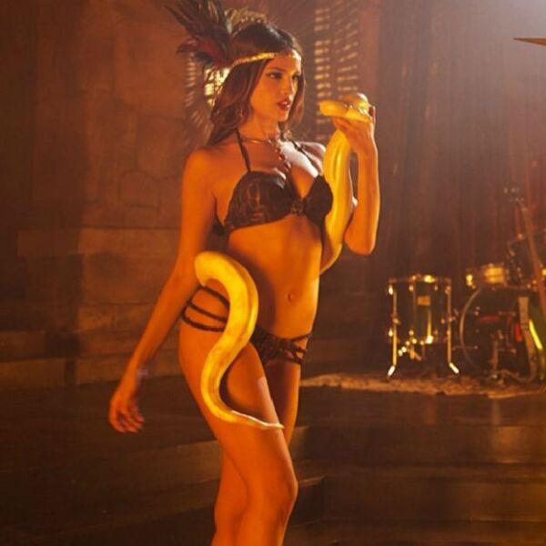 En marzo del 2014, Eiza mostró su faceta más sexy como la vampiresa Santánico Pandemonium en la serie From Dusk Till Dawn.