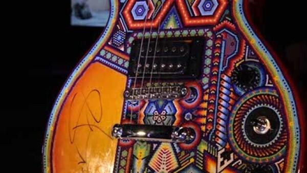 `El color del ritmo´,guitarra eléctrica Epiphone. Autor: Familia Carrillo González con autógrafo de Carlos Santana