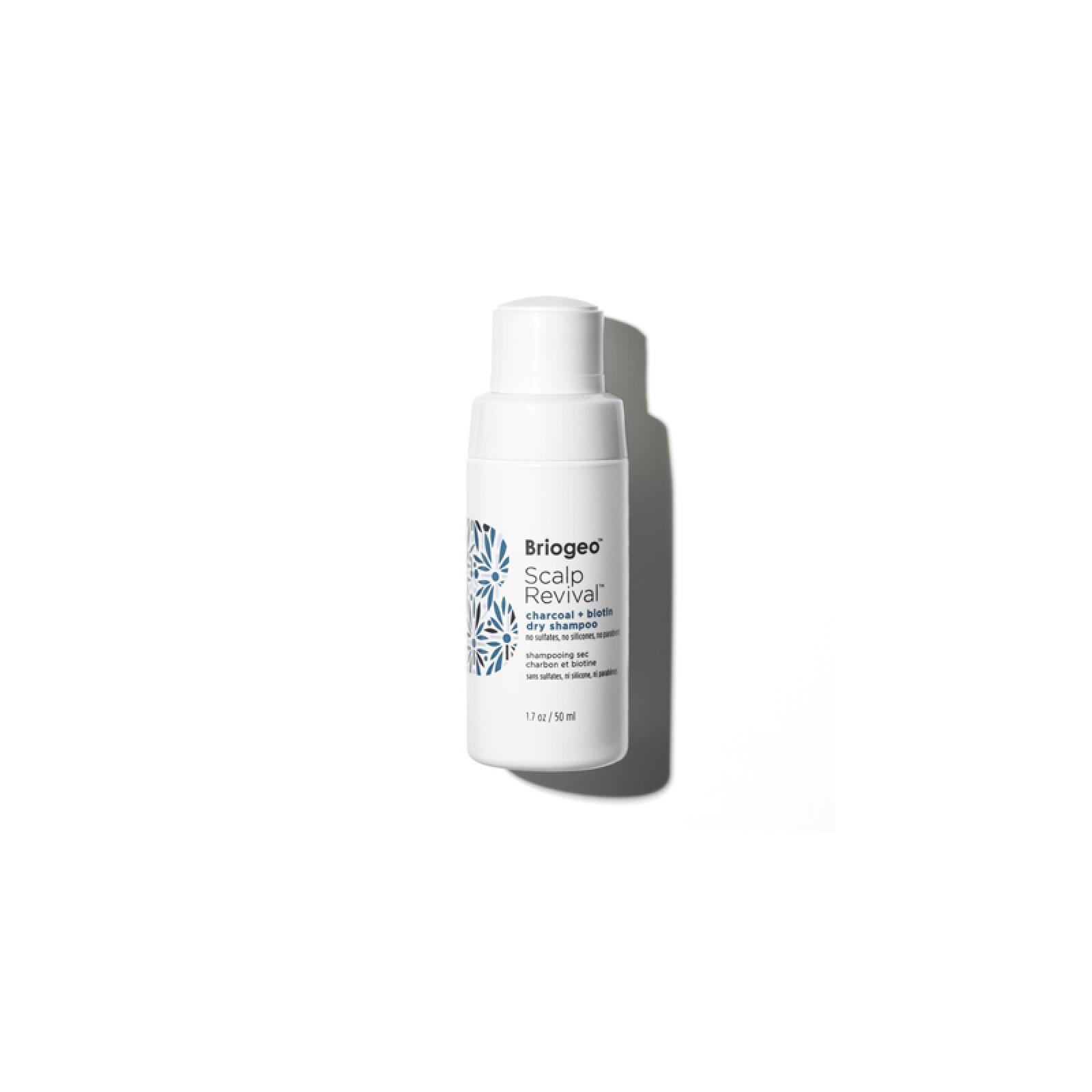 Briogeo Scalp Revival Charcoal + Biotin Dry Shampoo ($640, sephora.com.mx)