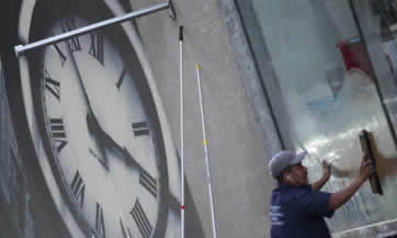 El sábado atrasa una hora tu reloj antes de irte a dormir para amanecer con el horario invernal. (Foto: Cuartoscuro )