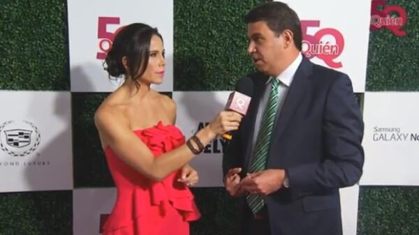 Paola Rojas fue la conductora durante la transmisión en vivo de la alfombra roja de la gala. Aquí con Arturo Elías Ayub, quien fue reconocido por su labor filantrópica.