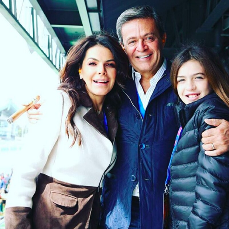 Mariana y Carlos Peralta compañados de su hija, Mariana.