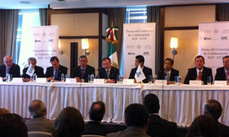 El SAT y el CCE discutirán disposiciones fiscales sobre aduanas. (Foto: tomada de Twitter SHCP México.)