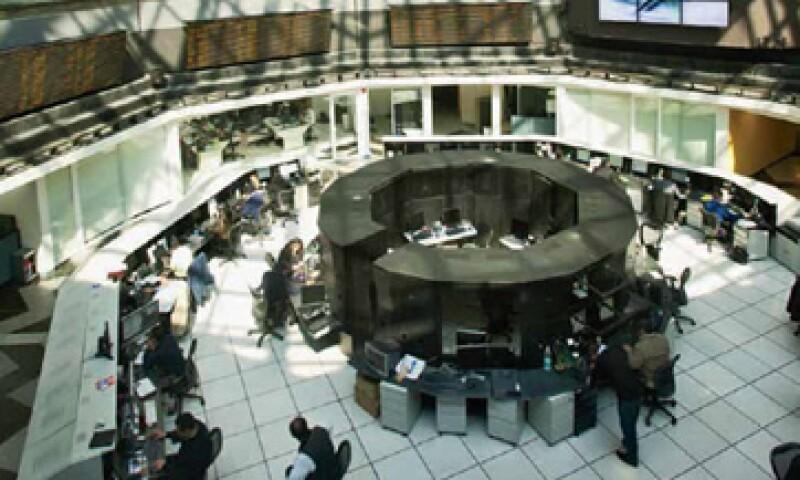 Las afores sólo pueden invertir en títulos extranjeros que coticen en la Bolsa Mexicana de Valores. (Foto: Adán Gutiéerrez)