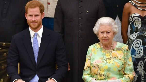 Príncipe Harry y la reina Isabel II