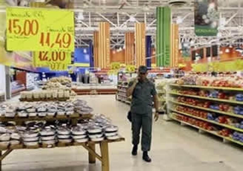 La cadena de supermercados Éxito está intervenida por el Gobierno venezolano, pero vendió 5.8% de su participación en Colombia. (Foto: AP)