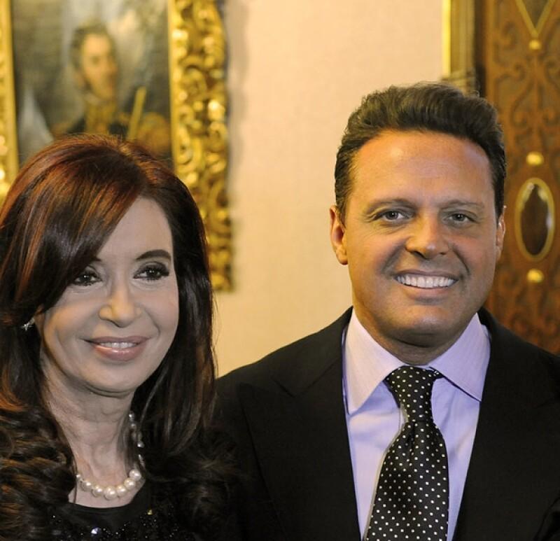 """Ayer por la tarde """"El Sol"""" visitó la residencia oficial de Argentina para convivir con la presidenta de dicho país y el organismo Abuela de Plaza de Mayo."""