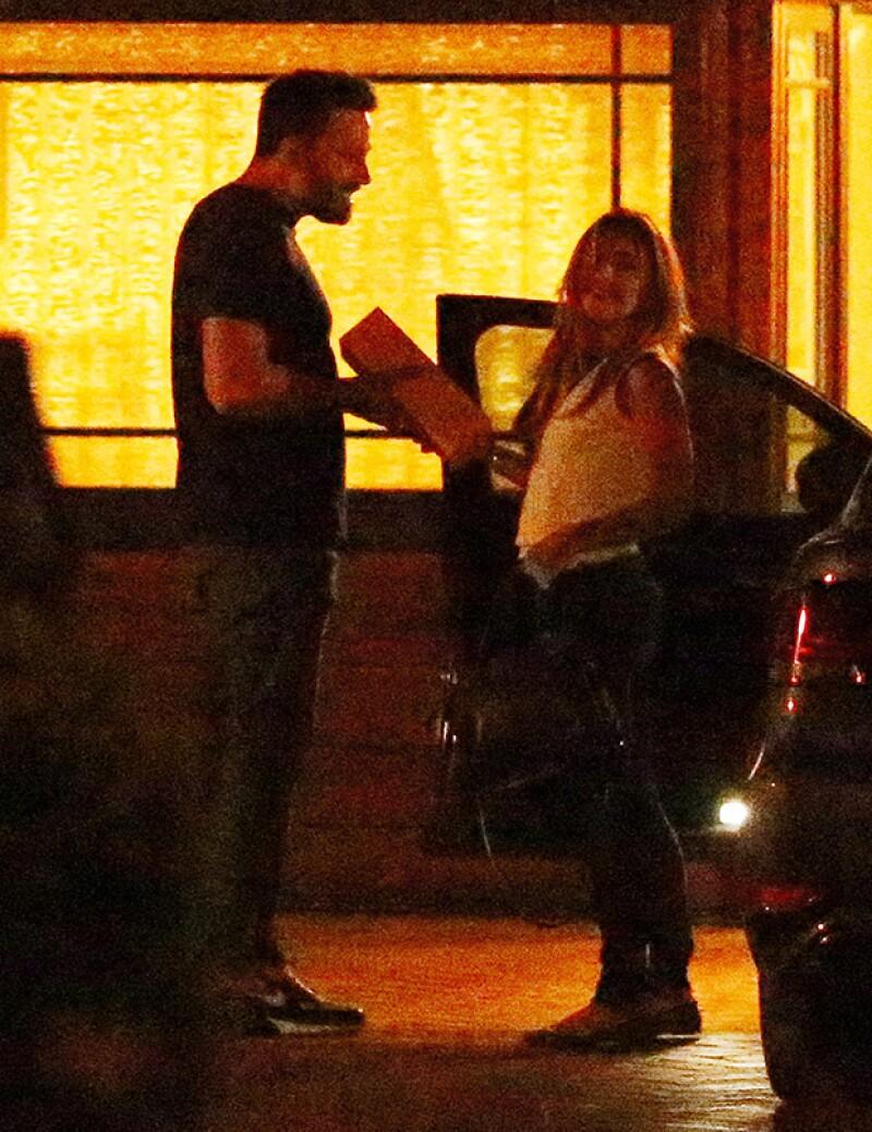 Entre rumores de romance, la niñera de los hijos del actor y Jennifer Garner, Christine Ouzounian, fue fotografiada afuera de la casa de él.