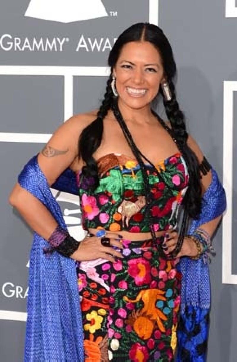La cantante y compositora mexicana se unió a la Fundación Guadalupe Musalem para recaudar fondos que sirvan para cubrir la educación media superior de jóvenes oaxaqueñas.