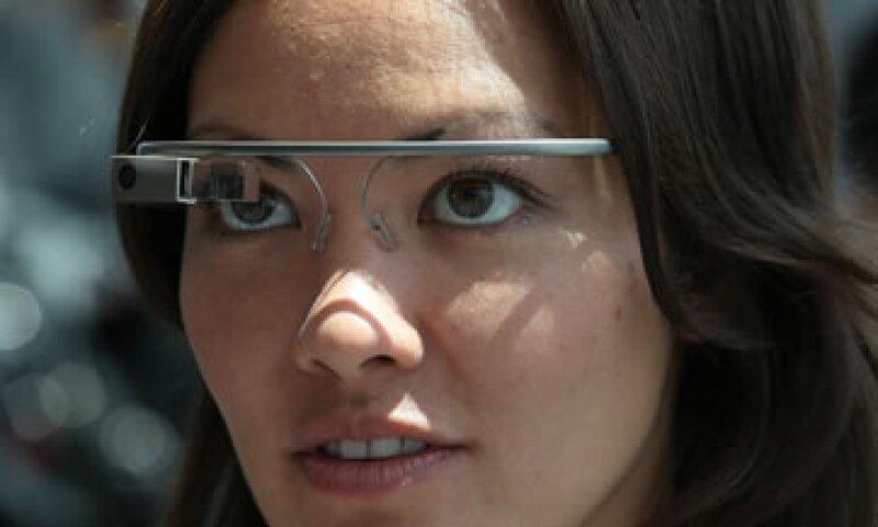 El dispositivo busca ser como Glass y grabar a través de una cámara montada. (Foto: Getty Images/Archivo )