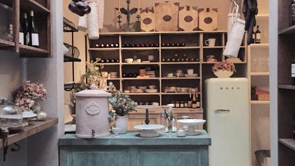 Desde agosto del año pasado Deborah Salmón abrió las puertas de Roma Quince, ofreciendo una nueva `concept store´ en la Colonia Roma, brindando productos provenientes de San Miguel de Allende.