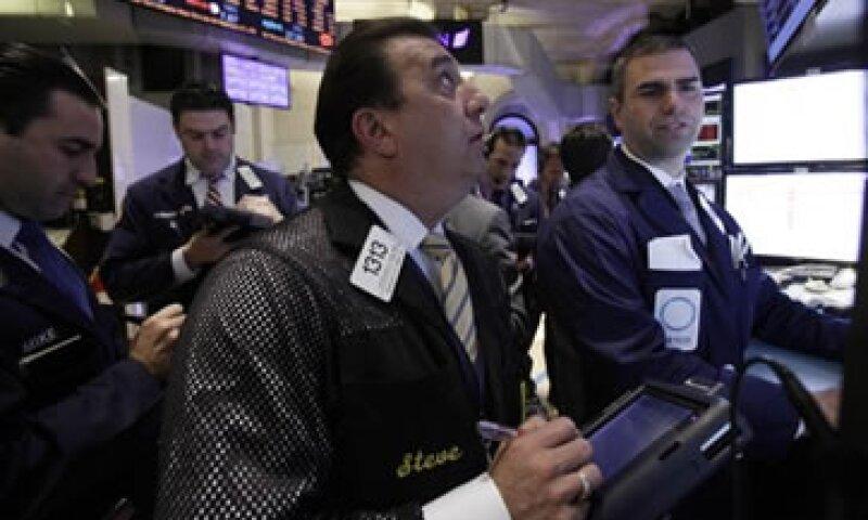 El miércoles, el Dow Jones anotó otro récord al avanzar 0.30%, a 14,296.24 unidades. (Foto: Getty Images)