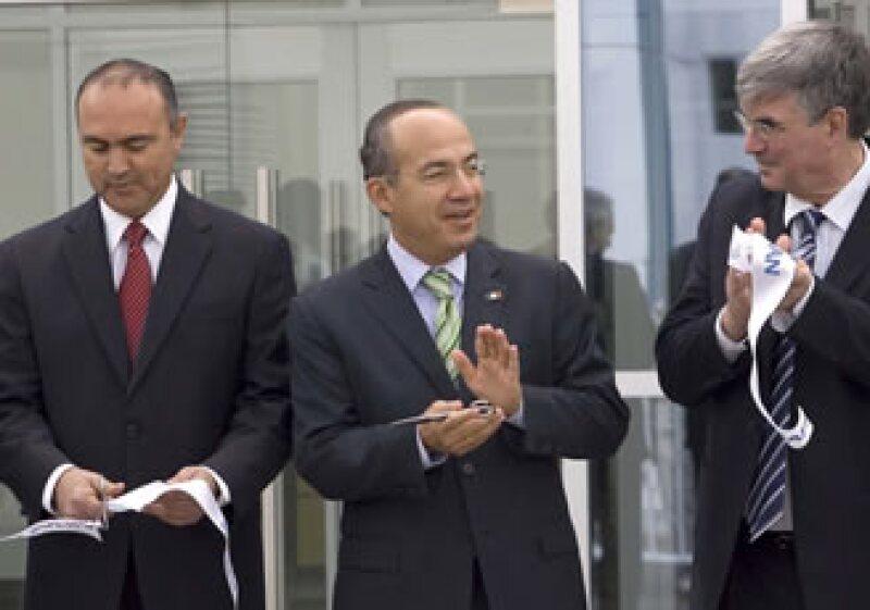 El Presidente Calderón confía que el país armará aviones completos en unos años. (Foto: Notimex)