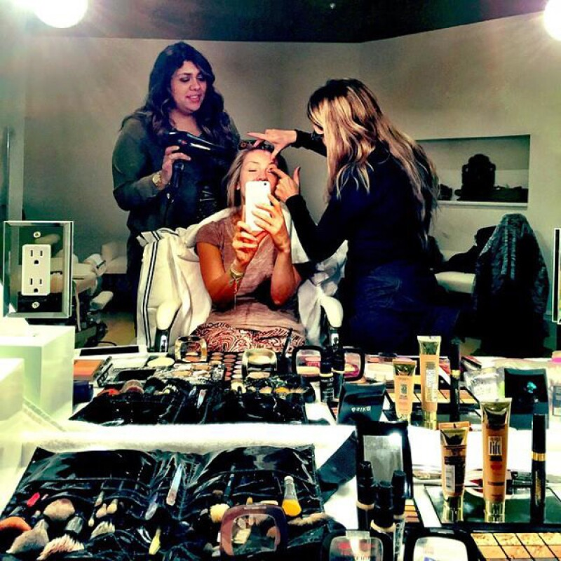 La cantante publicó una foto del momento en que se preparaba para la presentación de su nueva colección de ropa.