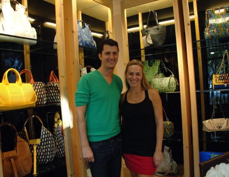 El diseñador italiano Gabriele Corto Moltedo hizo mancuerna con la publirrelacionista Marisa Abedrop para vender en México sus bolsas.