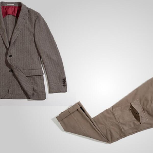 Un saco y pantalón en color ocre, listo para esa salida nocturna.