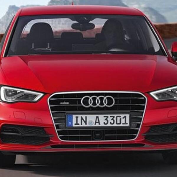 La típica parrilla Audi incorpora también luces de xenón y faros diurnos de luces tipo LED.