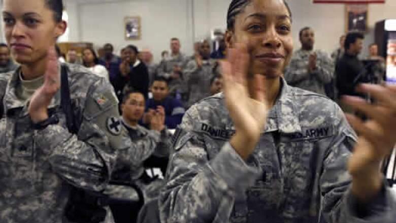 Soldados estadounidenses en su base de Kabul aplaudieron de pie la asunción del afroamericano.