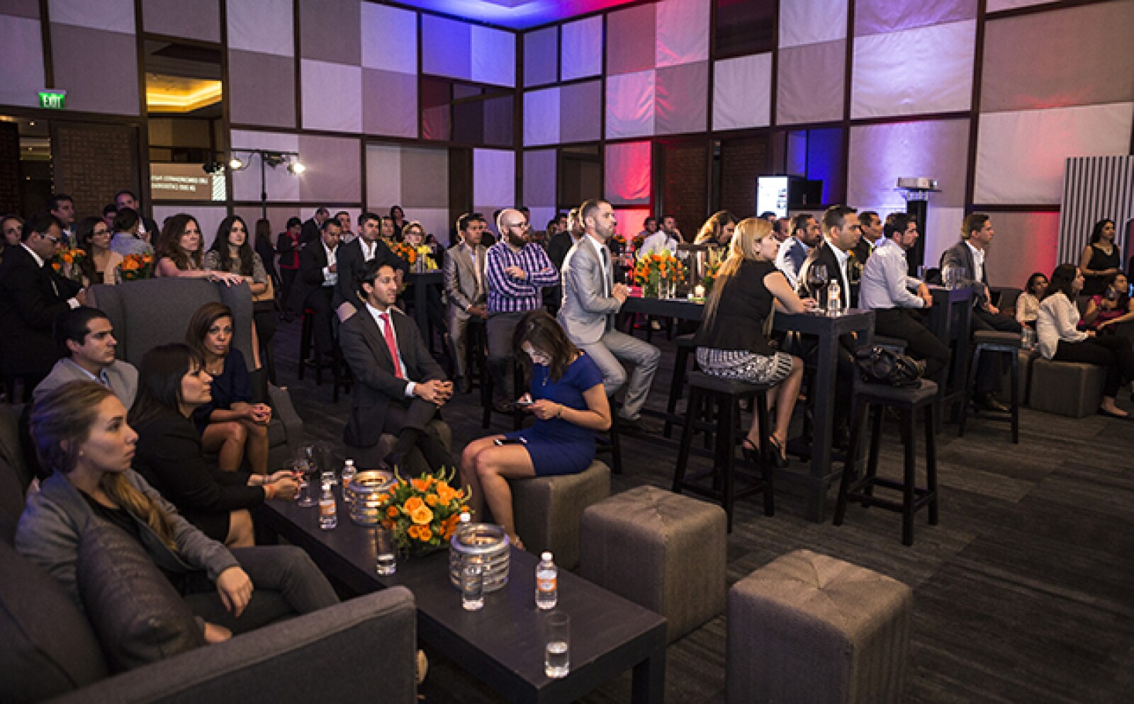 Por la noche, emprendedores, ejecutivos de grandes compañías y del sector público se reunieron para presenciar la presentación oficial de los finalistas.