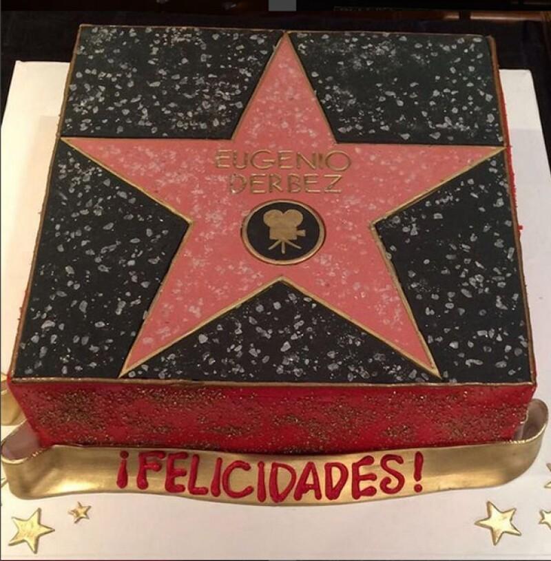 Pastel con la figura de la estrella de Eugenio Derbez.