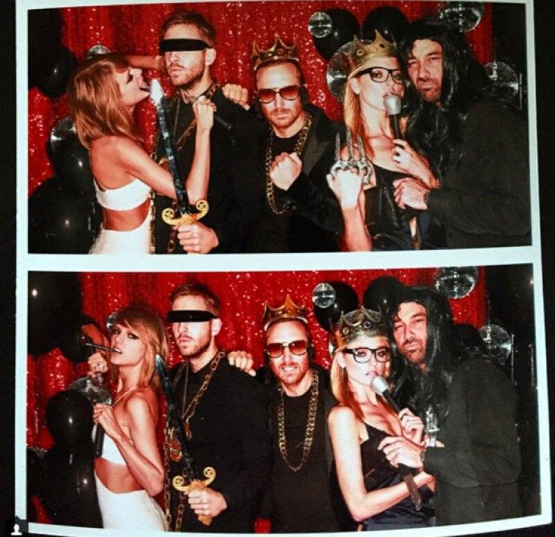Taylor se divirtió con el photoboot instalado en la fiesta.