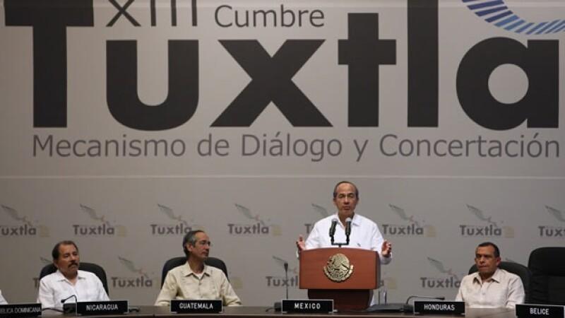 Felipe Calderón atiende el cerre de la Cumbre Tuxtla