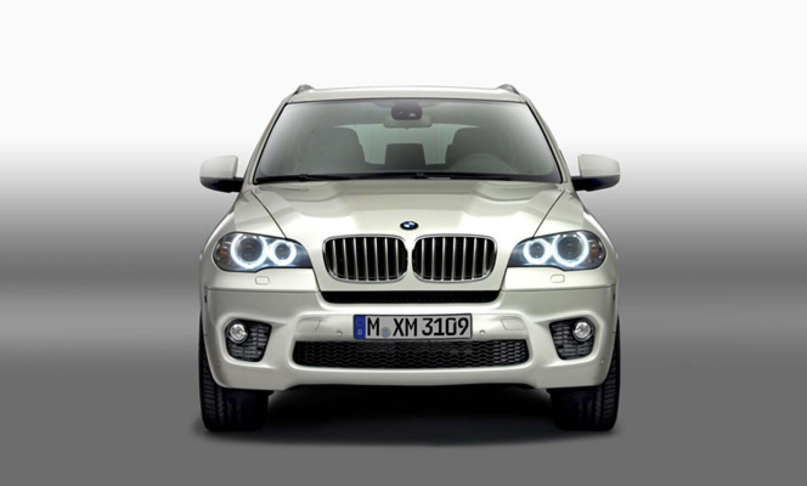 Gracias a BMW EfficientDynamics, todas las variantes del nuevo BMW X5 ofrecen, en cada una en su correspondiente segmento de potencia, la relación más favorable entre prestaciones y consumo de combustible.