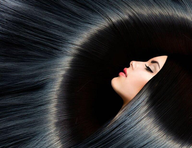 Es posible tener un pelo brillante y sedoso sin usar miles de productos y químicos que dañen su salud. Te recomendamos 5 tips que debes incluir en tu rutina diaria de belleza.