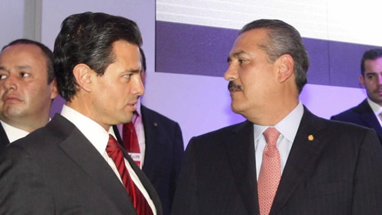 Peña Nieto y Beltrones durante el durante el Consejo Político Nacional del PRI, en el que se aprobó que la eleccion del PRI fuera abierta a