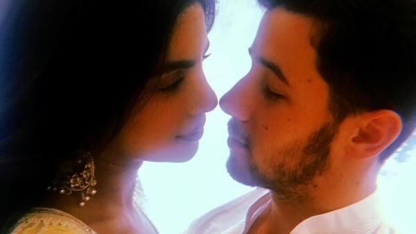 Nick Jonas y Priyanka Chopra celebran de la manera más tradicional su compromiso