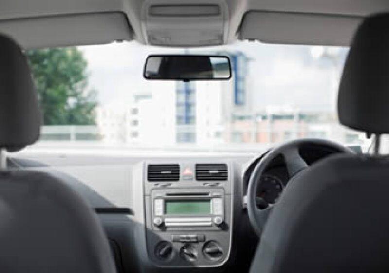 El presidente de la AMIA dijo que el Gobierno Federal negocia la aplicación de una revisión adicional a los automóviles en el país. (Foto: Jupiter Images)