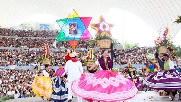 Ximena Navarrete visita Oaxaca y hace un recorrido por lugares históricos como el Centro Cultural Santo Domingo.