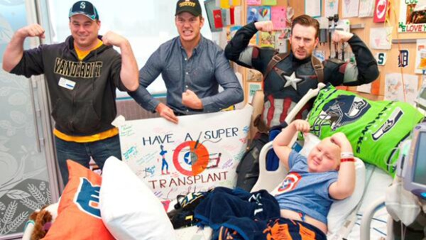 El par de actores sorprendieron a todos en el Seattle Children's Hospital, donde pasaron una tarde acompañando a los pacientes.