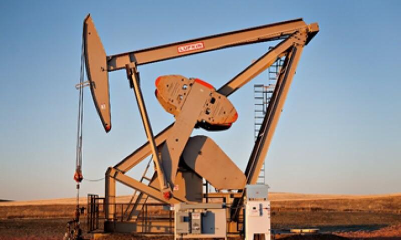 El barril de petróleo valía 100 dólares en agosto, pero cayó a 54 dólares a finales de 2014. (Foto: tomada de CNNMoney.com)