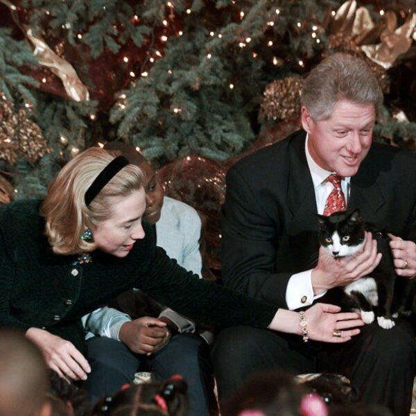 Otra de las mascotas de Clinton fue Socks, un gato blanco y negro que Bill y Hillary adoptaron cuando aún vivía en Arkansas.