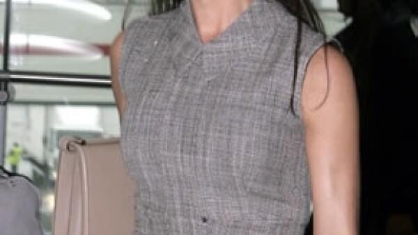 La esposa de David Beckham es buena amiga de la recién separada actriz y la ha invitado a varias reuniones en su casa para ayudarla a superar el difícil momento.