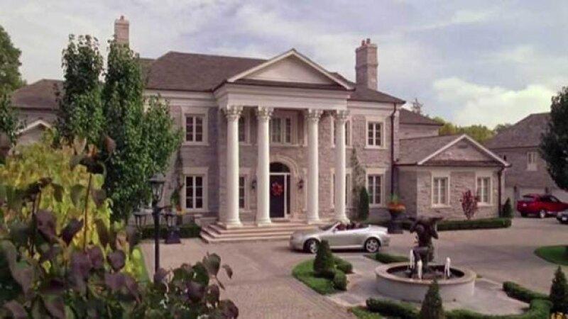 Si alguna vez deseaste vivir en la casa de Regina George, ahora tu sueño podría volverse realidad.