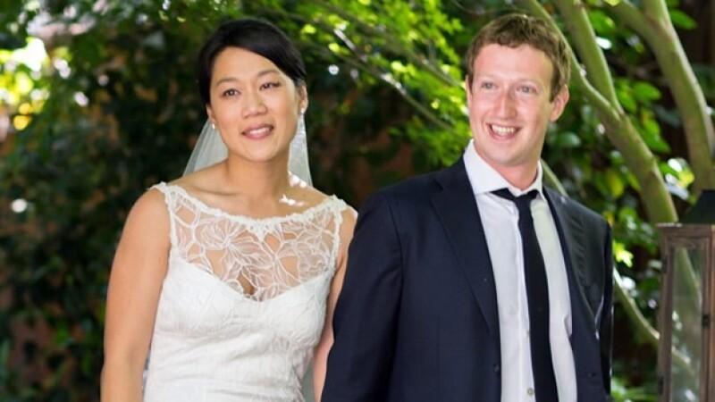Podrá ser el millonario más joven del mundo, pero al fundador y dueño de Facebook nada lo ha cambiado y su enlace con Priscilla Chan es muestra de ello.