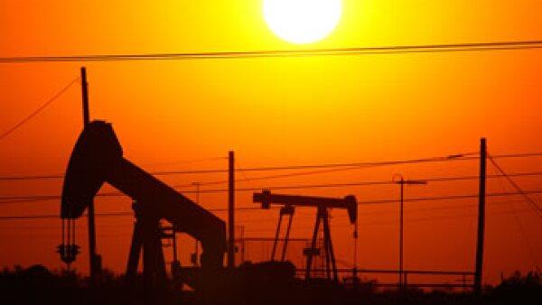 Arabia Saudita, líder de la OPEP, mantendrá su política de compensar la baja de los precios con una mayor producción. (Foto: Getty Images)