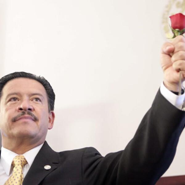 Carlos Navarrete, senador perredista, fue nombrado presidente de la LXI legislatura del Senado de la República el lunes 31 de agosto. Éste no asistió al tercer Informe de Gobierno el miércoles.