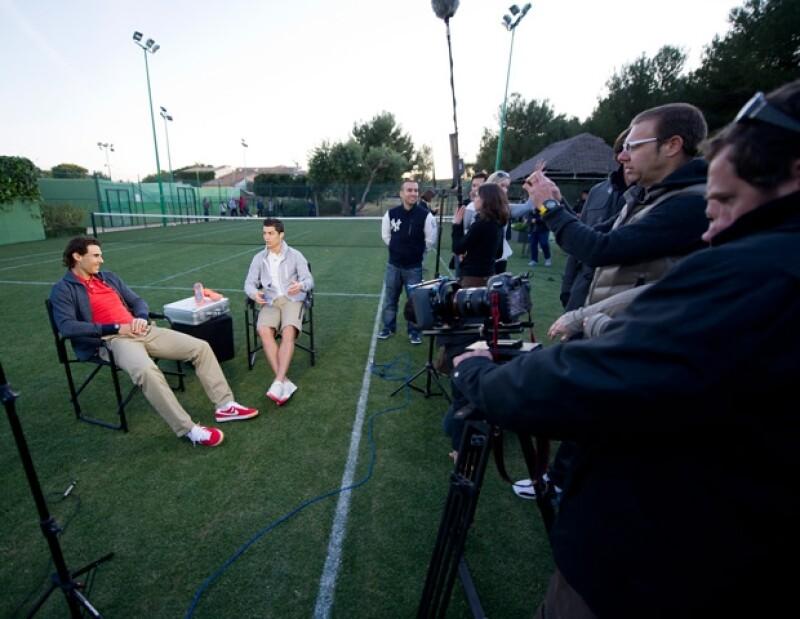 Muy divertidos, Rafael y Cristiano probaron sus habilidades en el tenis y el futbol, con ese toque de sensualidad que los caracteriza.