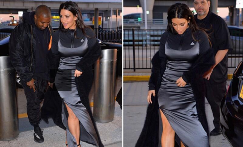 Hoddie, vestido de noche y abrigo de piel fue la elección de Kim para ir al aeropuerto.