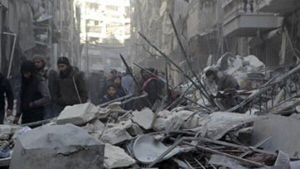 Quienes viven en la ciudad tienen miedo de salir, a pesar de la falta de víveres. (Foto: Reuters)