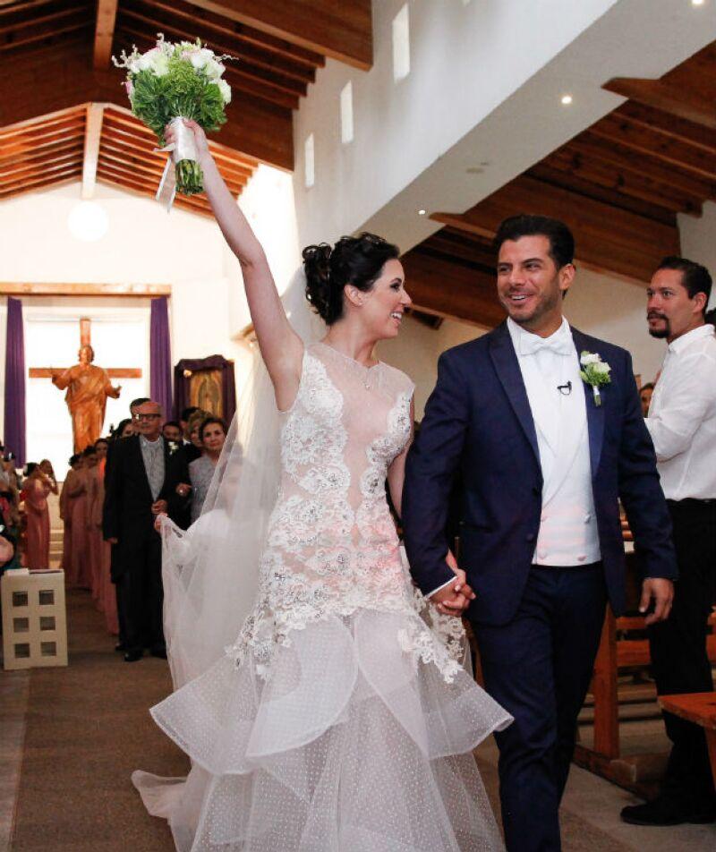 Después de siete años de noviazgo, la actriz y el empresario juraron amarse para toda la vida en una ceremonia llevada a cabo en Querétaro, donde amigos y familiares acompañaron a los recién casados.