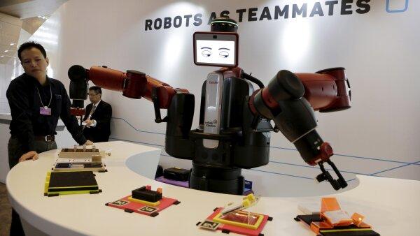 Un robot durante una demostración en un evento del Foro Económico Mundial en China.