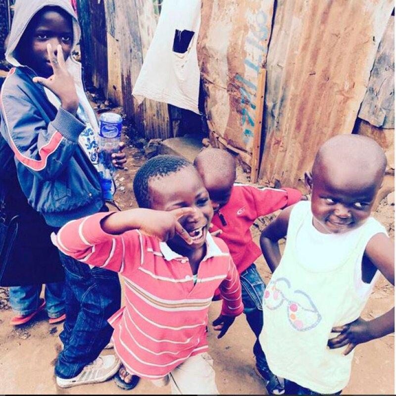La hijos de Madonna la acompañaron en su visita a Kibera.