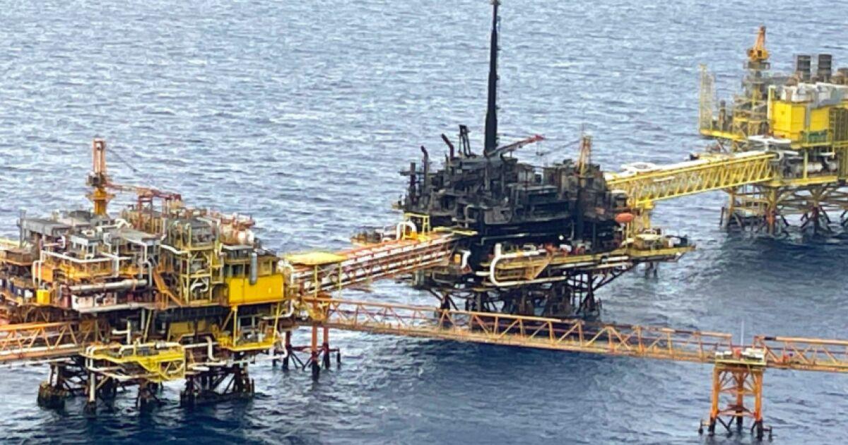 Pemex prevé recuperar la producción tras la explosión de la plataforma el lunes